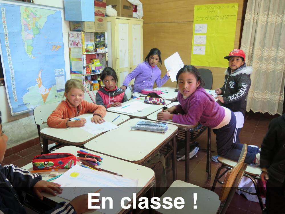 Les filles vont en classe